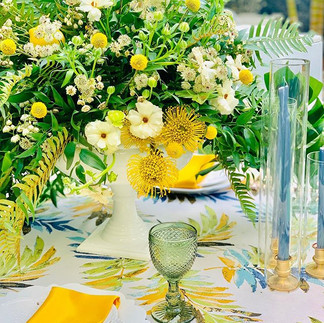 How beautiful is this gorgeous table clo