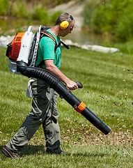 leaf-blowers-backpack-lead-1566851857.jpg