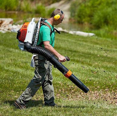 leaf-blowers-backpack-lead-1566851857.jp