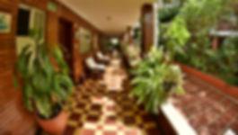 Corredores y patio interno del Hotel Camoruco