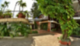 Restaurante y bar de la piscina al aire libre del Hotel Camoruco