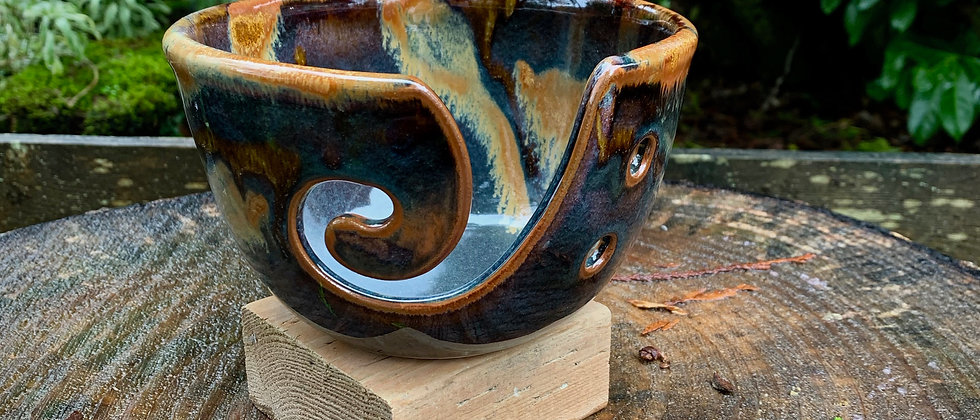 Cascadia Yarn Bowl - Goldstone