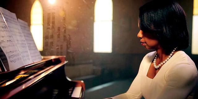 Condoleeza-Rice-Performs-Amazing-Grace.j