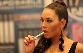 Electronic_Cigarette_Model_(8250816253).