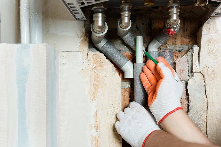 worker-is-installing-gas-boiler-pipes.jp