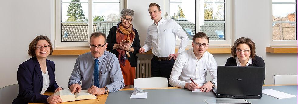 Die Kanzlei Beckmann Koßmann und Partner stellt sich vor. Wir sind ein junges Team und stehen unseren Mandanten in Bremen und umzu jederzeit mit Rat und Tat zur Verfügung. Unsere Leistungen umfassen: Steuerberatung, Rechnungswesen, Controlling, Unternehmensberatung und Unternehmensnachfolge.