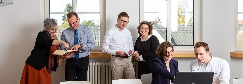 Beckmann Koßmann und Partner | Wir sind einer der ältesten Bremer Steuerberatungskanzleien und beschäftigen 30 hochqualifizierte und erfahrene MitarbeiterInnen. Unser Know-How: Immer auf dem neusten Stand von Gesetztgebung und Rechtsprechung.