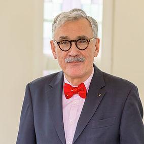 Paul Thomas Koßmann Diplom Finanzwirt (FH) Geschäftsführender Partner und Gesellschafter seit 1992.
