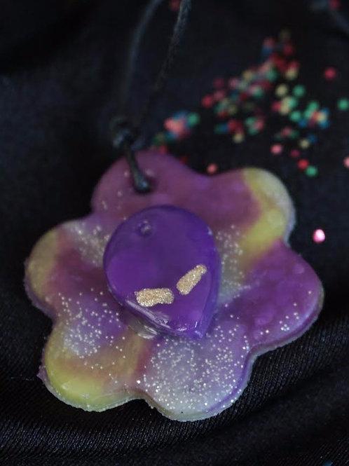 Flower alien necklace