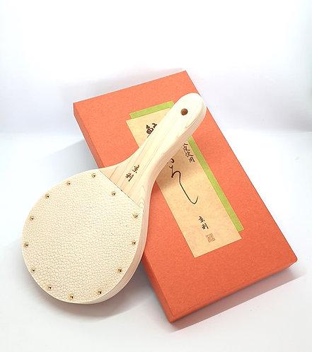 HAYAMA - Galuchat et Base en bois de cèdre Hinoki 223x120mm