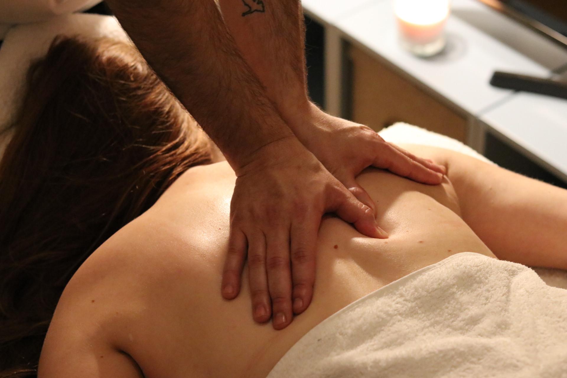 90 minutes Full Body Deep Tissue Massage