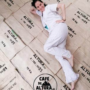 Ana María estampando sacos