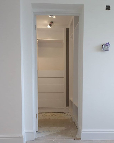 Made to order fitted wardrobe with soft close drawer unit. Kidlington,Oxford.