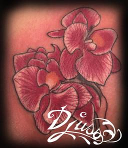 Modèle de tatouage d'orchidés épaule femme.