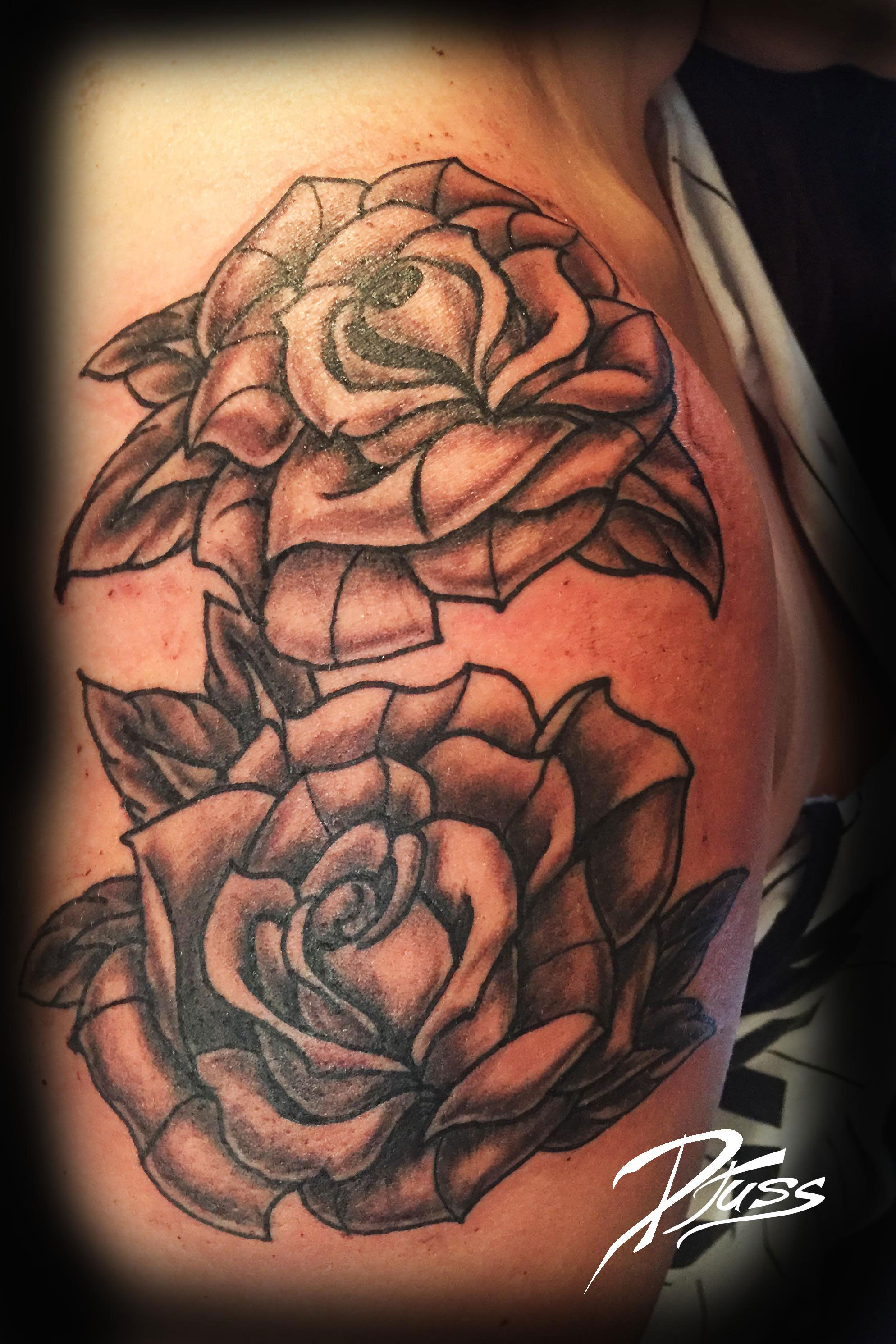 Image modele roses black gray tattoo