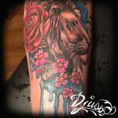 Modèle de Tatouage lion watercolour jambe femme