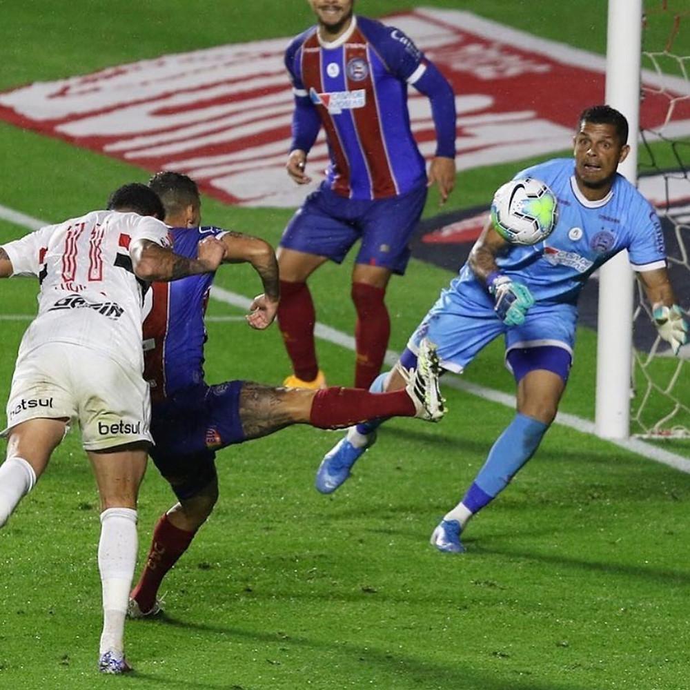 Predestinado: Luciano entra no segundo tempo, e marca um gol de cabeça e define o empate para o São Paulo contra o Bahia, no estádio do Morumbi