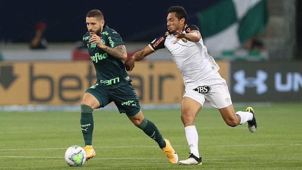 Em partida válida pela 10ª rodada do Brasileirão, o Palmeiras, de Zé Rafael, e o Sport, de Hernane, empataram em 2 a 2. O lance mais polêmico do jogo foi a expulsão do meia Zé Rafael.