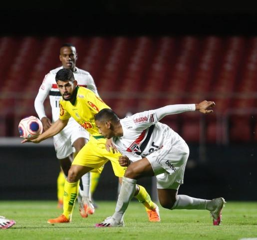 Mirassol, de Zé Roberto, surpreende e vence o São Paulo no Morumbi, de Igor Vinícius. Esse resultado deixou a torcida tricolor furiosa