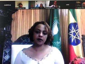 S.E. o Sr. Tsion Teklu manteve uma discussão bilateral com S.E. Sra. Carola B. Ramon