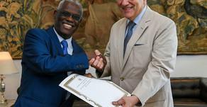 Ambassador presents its credentials