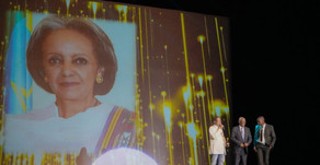 A Presidente da Etiópia recebe prêmio em Salvador