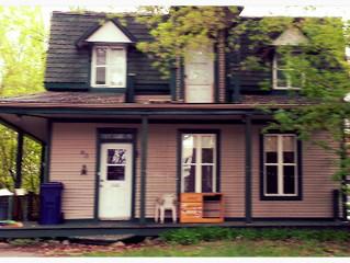 On a encore acheté une maison!