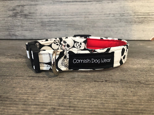 Glow In The Dark Skulls Dog Collar