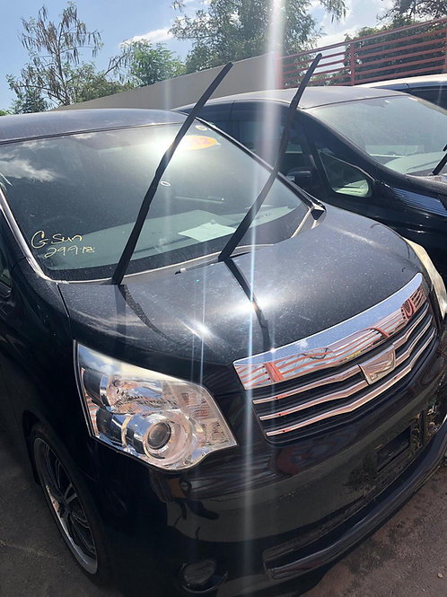 Toyota Noah Black 2013