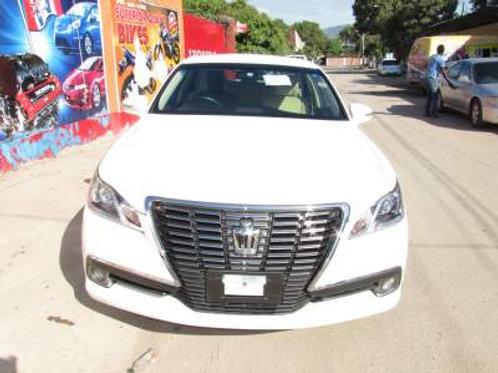 Toyota Crown White 2013