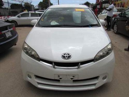 Toyota Wish White w/ Paddle Shift