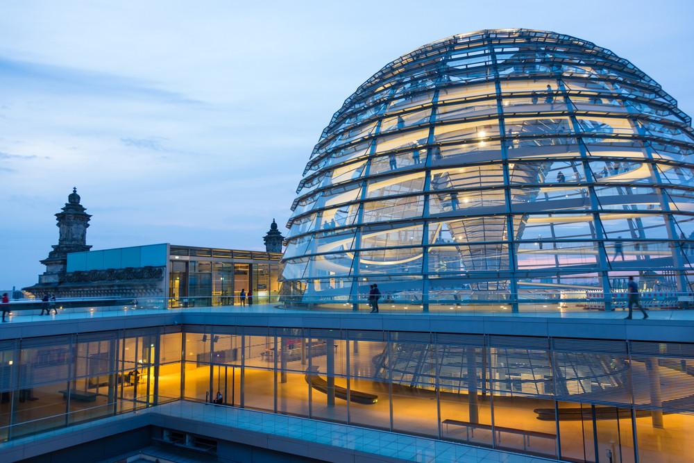 Admirez la coupole de verre lors de votre visite du palais du Reichstag.