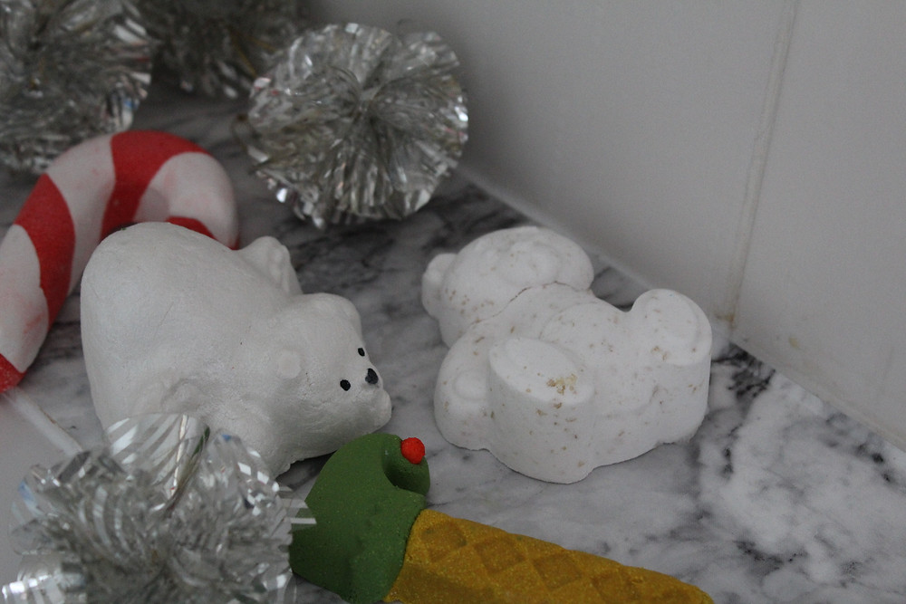 el unico, el unico blog, elunico, lush, christmas, blogmas, vlogmas, haul, bathbomb, bubble bar, polar bear, candy cane, elfiestick, elf, bath, review