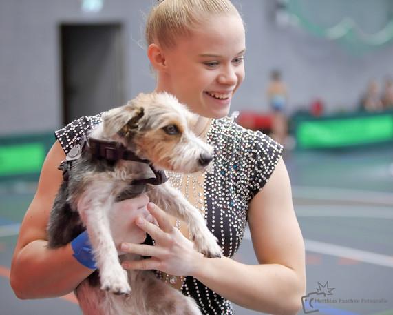 Sportportrait-Turnerin-Hund.jpg