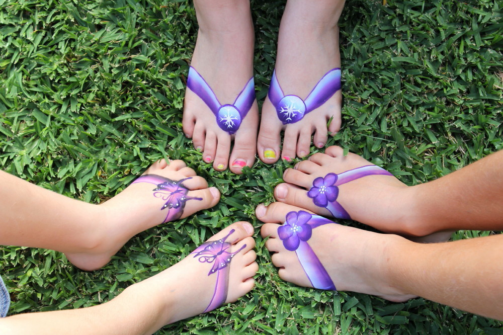 These painted thongs are so much fun and are perfect for the little ones.