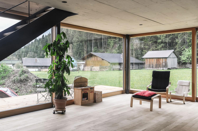 haus leutasch holzhaus holzfassade stahlstiege stahltreppe schwarzstahl einfamilienhaus neubau mikula el ghoubashy architekturhandwerk