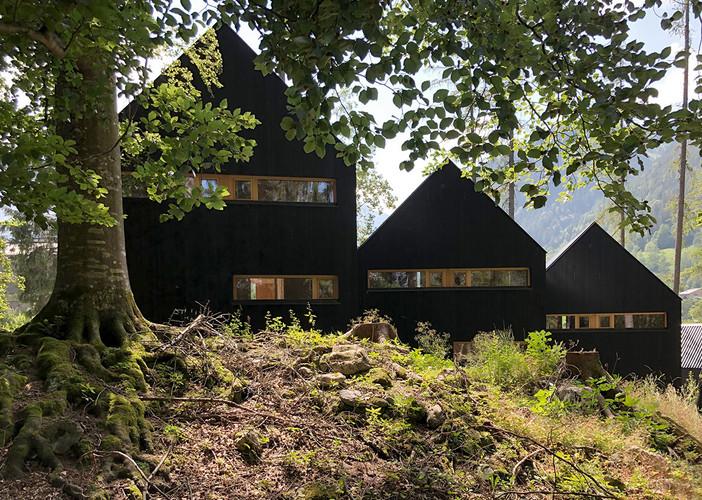 ferienhaus hütte chalet vorarlberg brand brandnertal andreas mikula ibrahim el ghoubashy architekturhandwerk