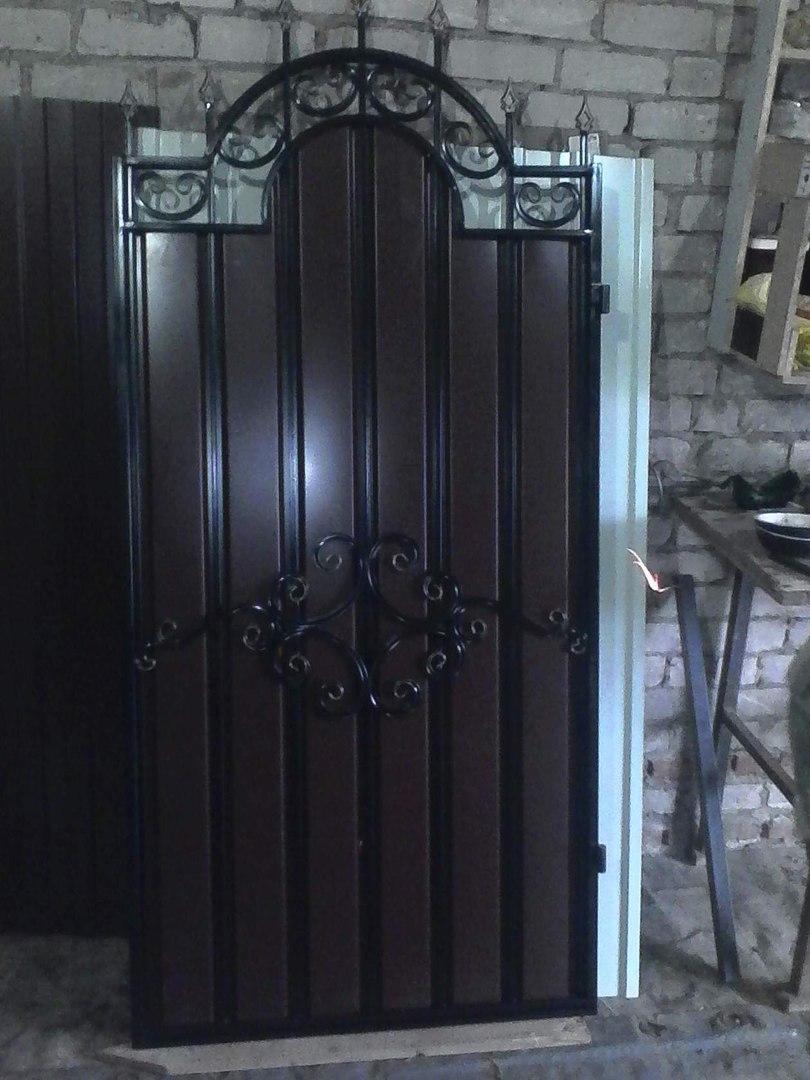 калитка с элементами ковки