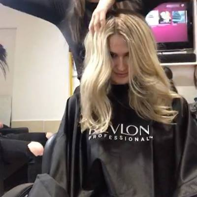 Root stretching • have your lightness you need without the commitment of a four-six week appointment slot. We only get to see the beautiful @annabellejwells twice a year for a refresh. It works for her routine, it's much more affordable and prevents