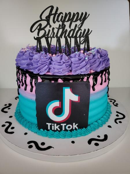 Tiktok Drip Cake