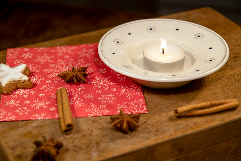 Svícínek na čajovou svíčku