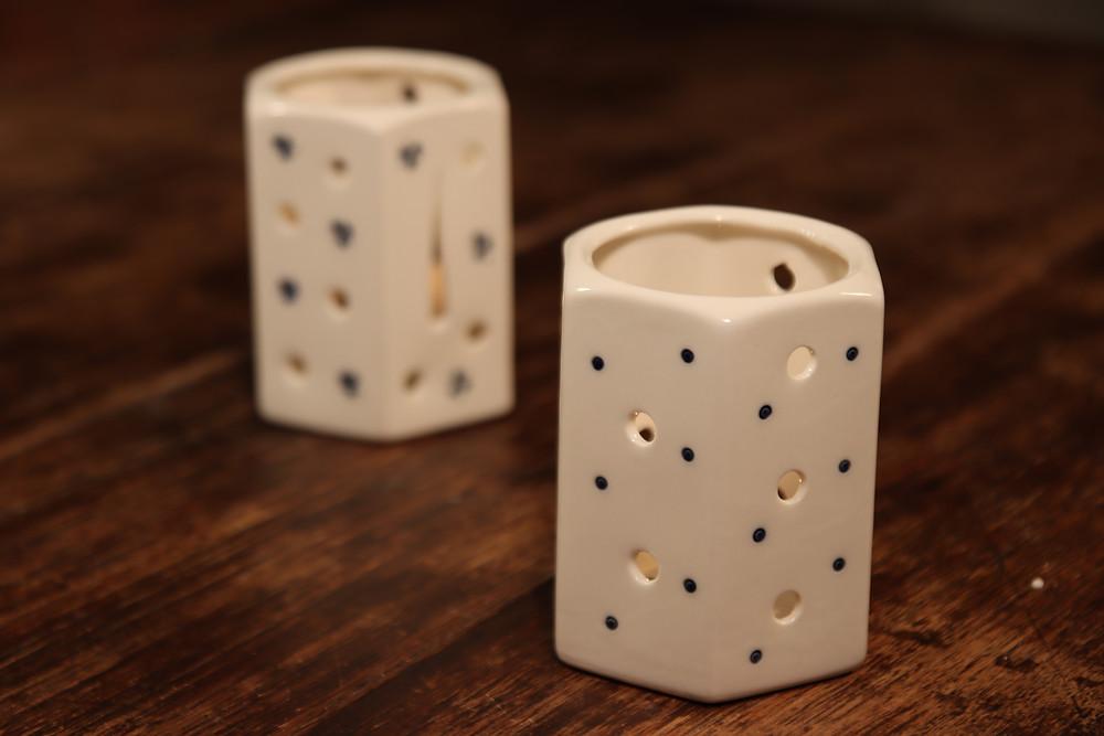 Hranatý porcelánový svícínek