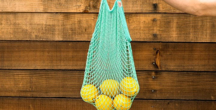 TO THE MARKET, BEACH, AND BEYOND WOVEN MESH TOTE- SEAFOAM
