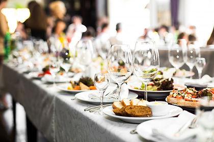 sparkling-glassware-stands-long-table-pr
