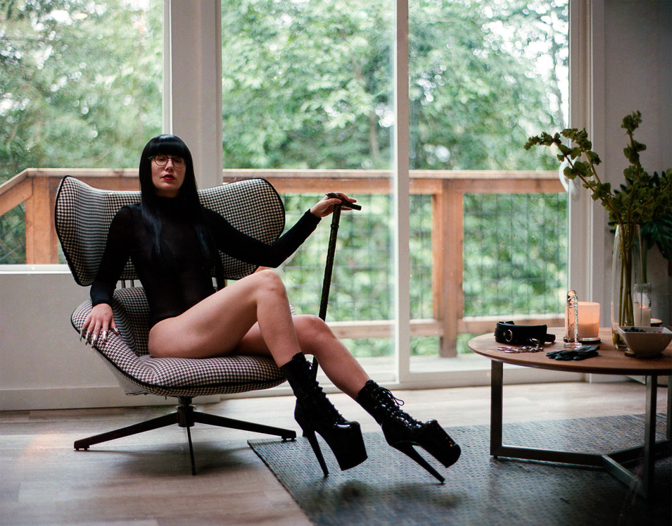 Goddess-Faustine-Cox-San-Francisco-Dominatrix-boots-fetish-stiletto-claws-turtleneck-FemDom