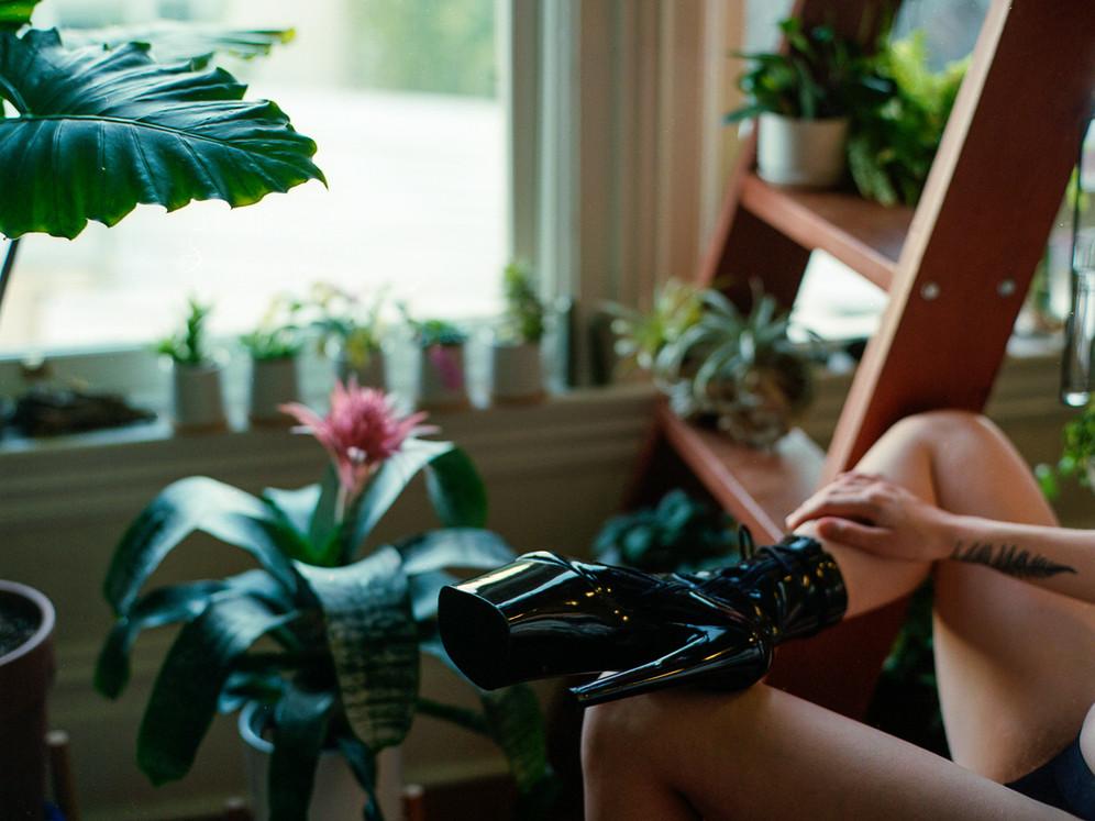 Goddess-Faustine-Cox-San-Francisco-Dominatrix-boots-kinm-fetish-leather-bdsm-femdom-nature