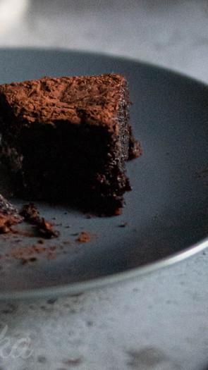 Oliiviöljy-suklaakakku