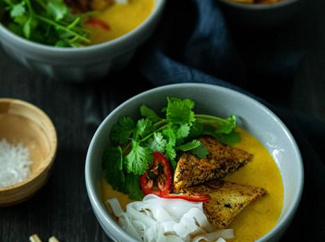 Tofu-kurpitsalaksa eli aasialainen nuudelikeitto