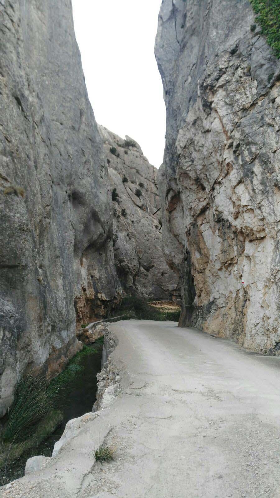 cuevas_estrecho
