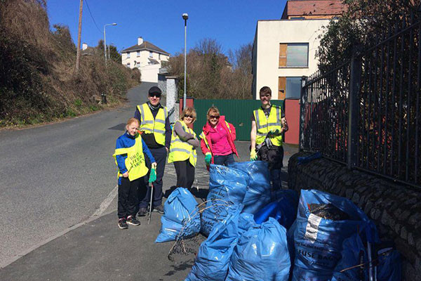 Volunteers Get to Work on Upper Dargle Road